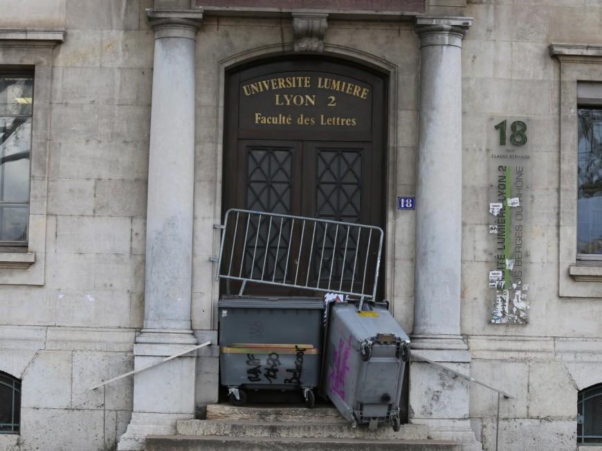 Lyon 2 : le blocage suspendu après la chute d'un étudiant gréviste