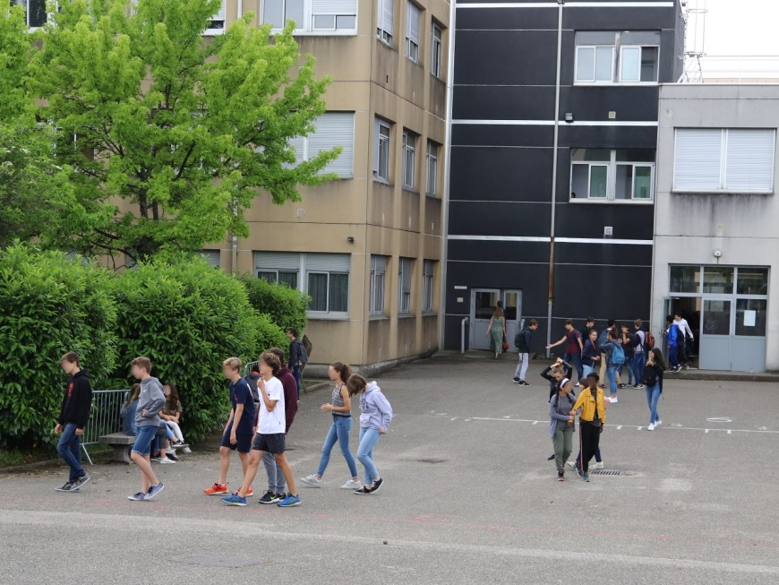 Confinement : tablettes numériques et clés 4G pour des élèves de quartiers prioritaires