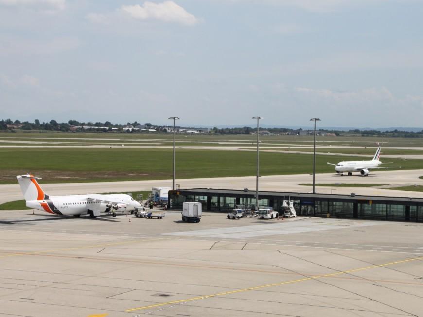 Lyon : en pleine canicule, des passagers coincés trois heures dans un avion