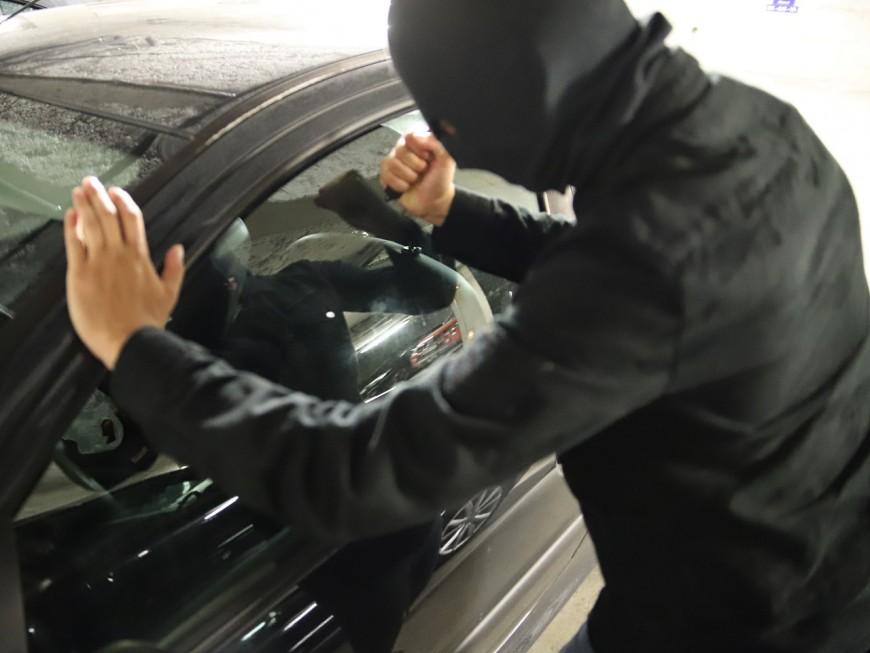 Lyon : un mineur vole dans des voitures puis frappe un policier