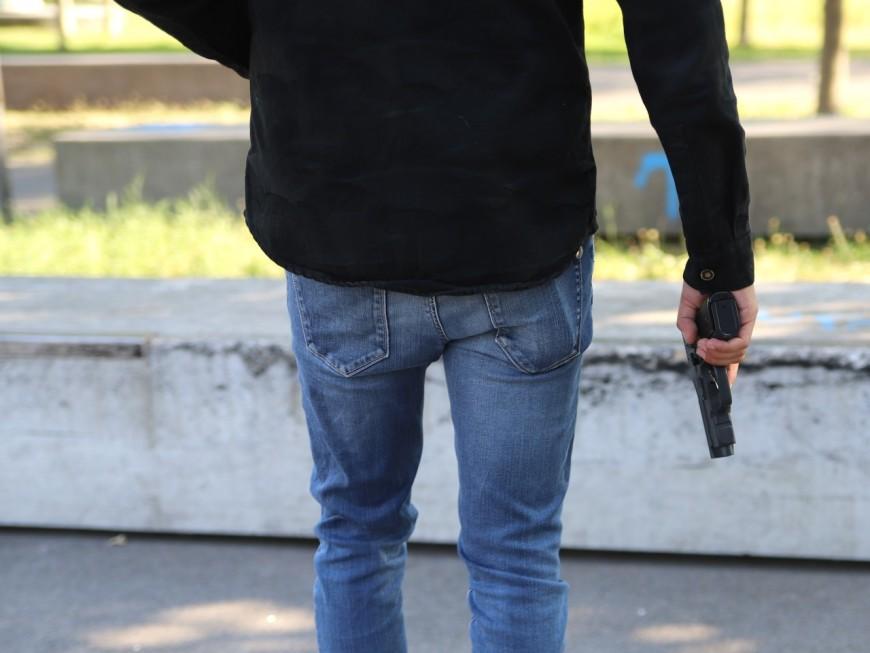 Villefranche : le restaurateur menace son associé avec une arme factice