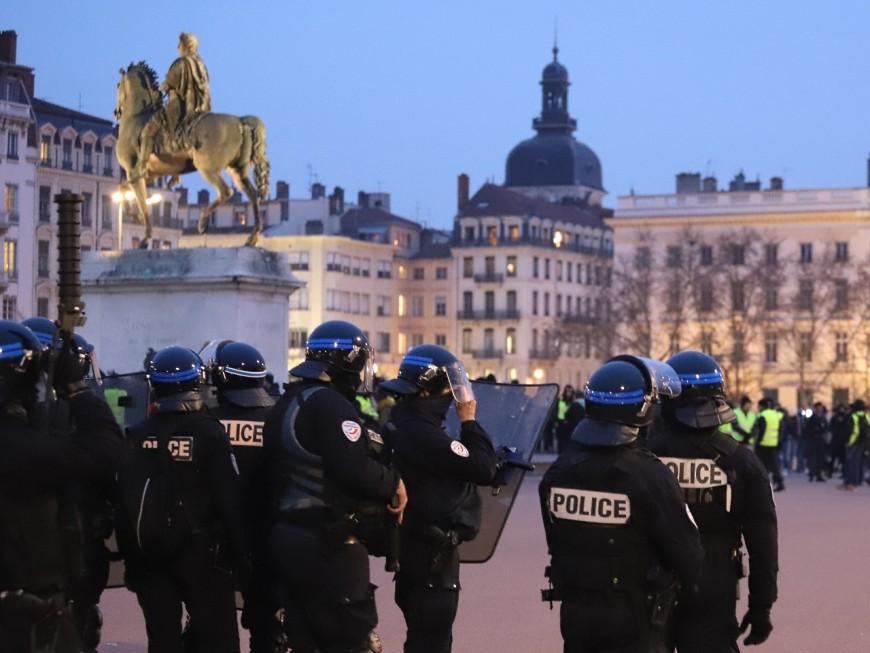 Casseurs et gilets jaunes : de nombreuses dégradations rue Victor Hugo