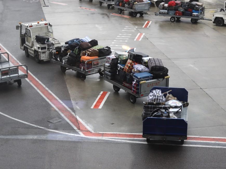 Grève du zèle : les douaniers de l'aéroport de Lyon Saint-Exupéry travaillent davantage