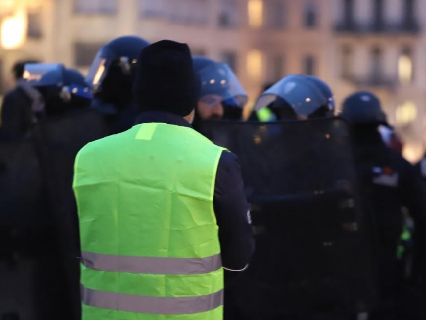Villefranche-sur-Saône/ Limas : des gilets jaunes évacués par les forces de l'ordre