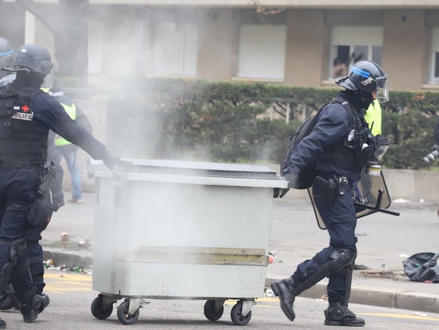 Près de Lyon : le lycéen reconnaît avoir incendié une poubelle pour bloquer son établissement