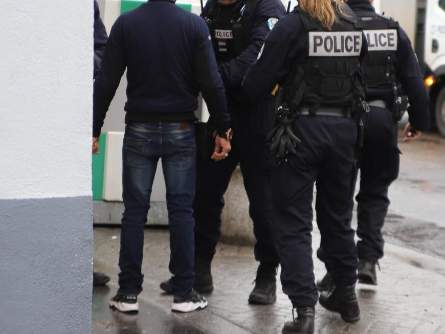 Lyon : il vole une bouteille d'alcool à sa sortie du commissariat