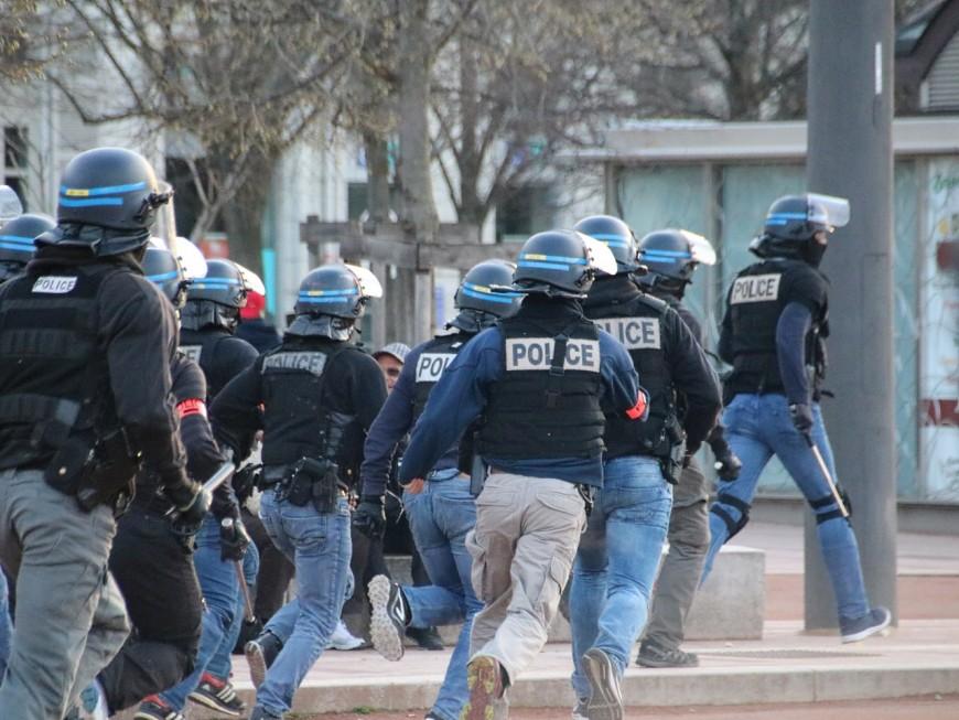 Deux mineurs interpellés après des violences urbaines près de Lyon