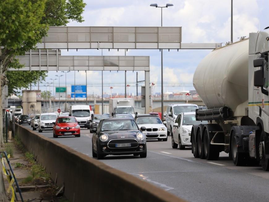 Collision sur l'A7 entre un poids lourd et un fourgon : trafic perturbé
