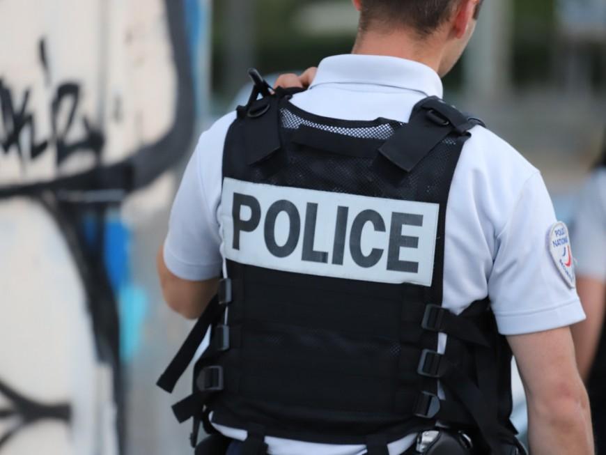 Villeurbanne: il frappe les passants avec sa ceinture et profère des menaces de mort