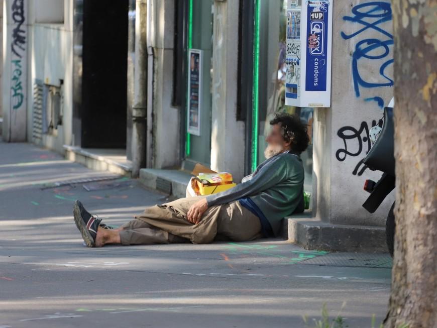"""Verbalisation des sans-abris à Lyon : """"des faits contraires aux instructions"""", selon le Préfet"""
