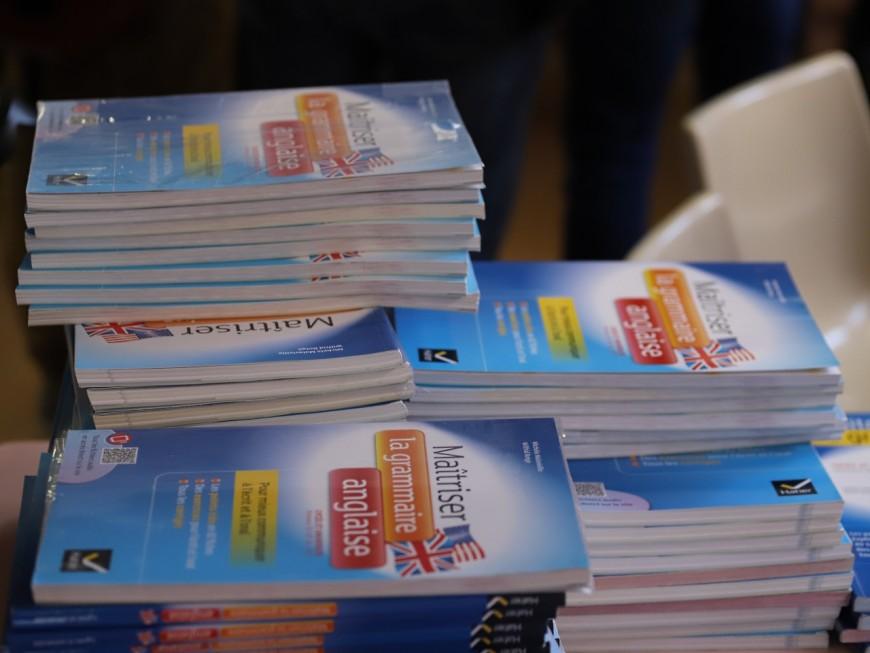 """Rentrée des lycées : Wauquiez se félicite de son """"effort à 26 millions d'euros"""" pour la gratuité des manuels scolaires"""