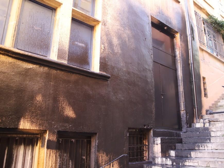 Lyon : le local de Génération Identitaire recouvert de peinture noire