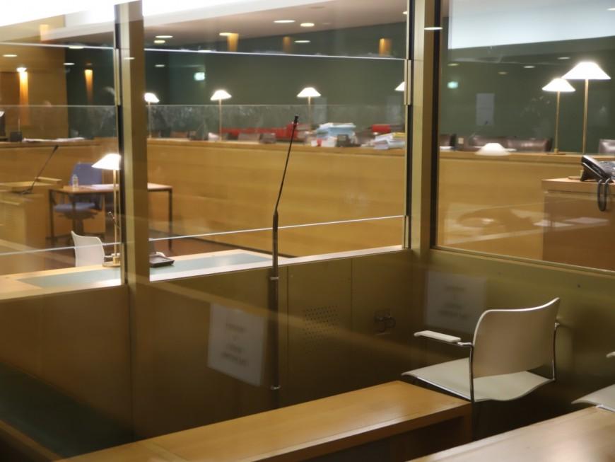 Saint-Fons : n'ayant pas d'attestation de sortie, il percute la voiture des policiers