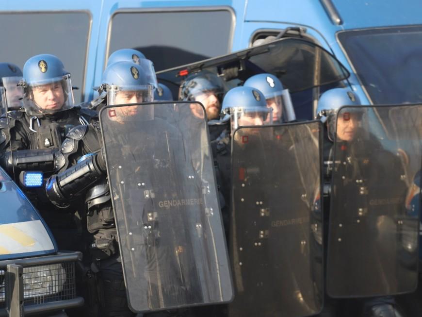 Lyon : elle filme la manifestation depuis sa fenêtre et reçoit une grenade lacrymogène