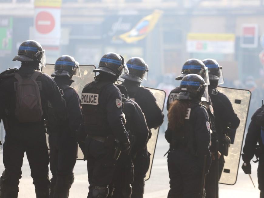 Bron : deux lycéens interpellés après des jets de pierre sur la police