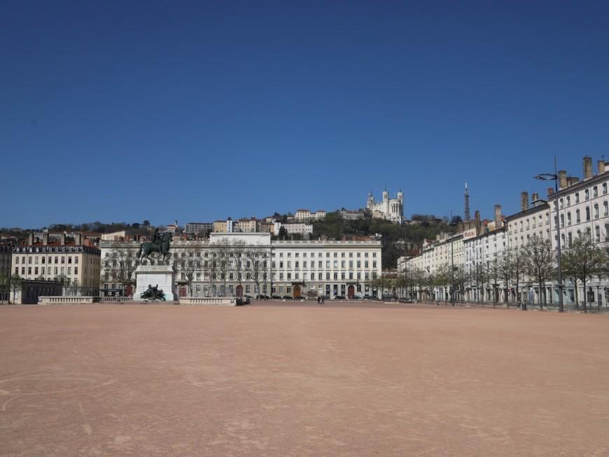 """""""Bellecourt"""" : quand les maires d'arrondissement de Lyon se corrigent sur l'orthographe de la célèbre place"""