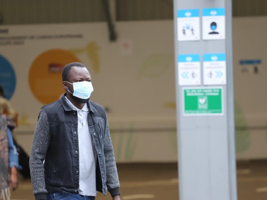 Les éboueurs de Lyon déplorent de nombreux masques jetés par terre