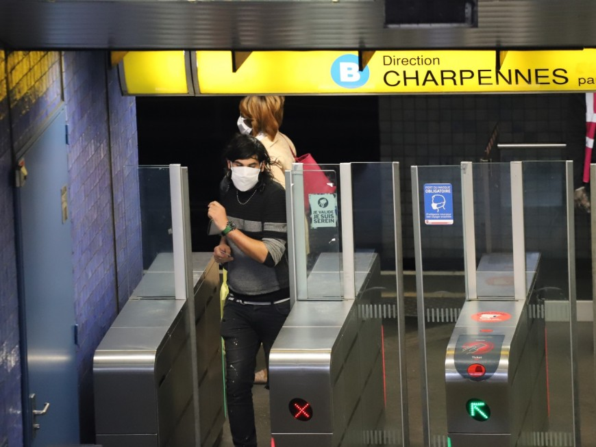 Lyon : obligation dès lundi de porter un masque dans les lieux publics clos