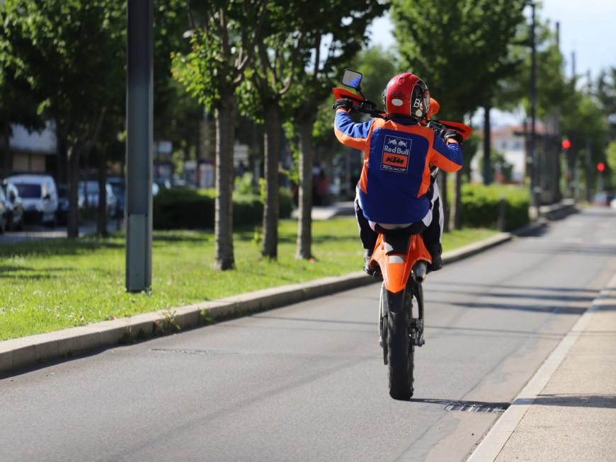 Vaulx-en-Velin : un enfant de 5 ans renversé par une moto, le chauffard recherché