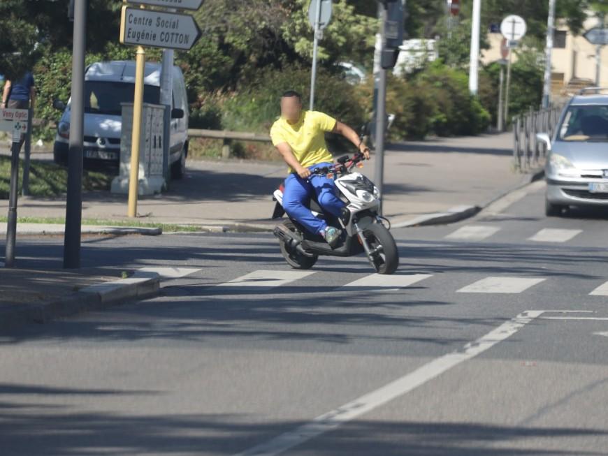 Villeurbanne: dès le matin, en plein rodéo, il fait des doigts d'honneur aux policiers