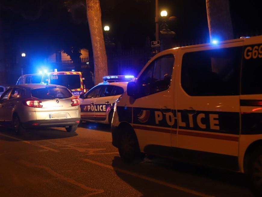 Lyon: des policiers en colère se rassemblent à Gerland