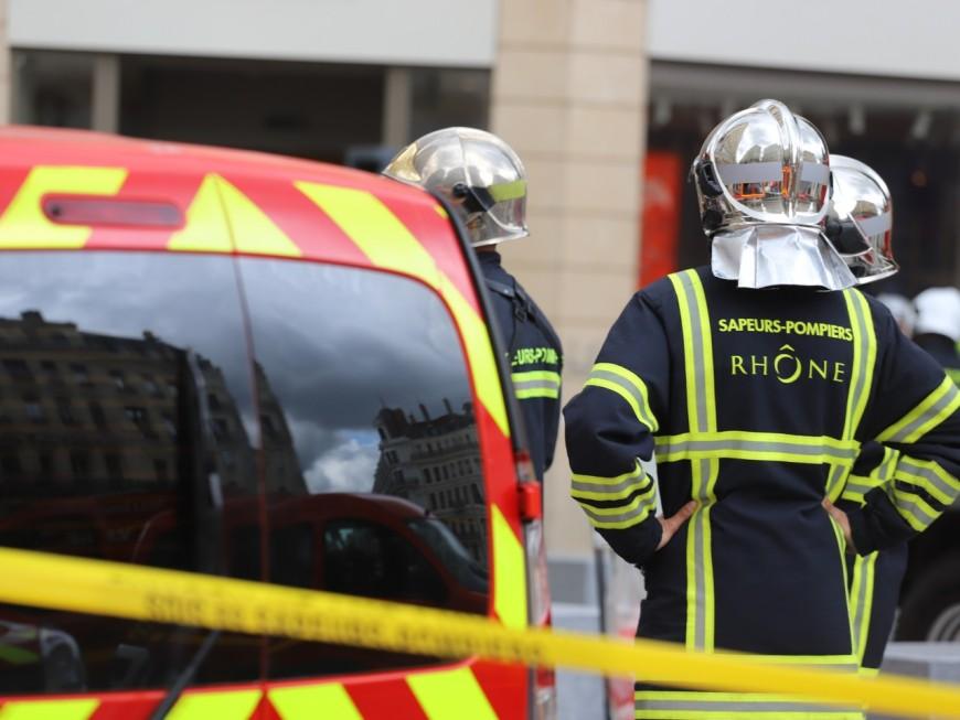 Lyon: un sapeur-pompier en intervention blessé d'un coup de couteau