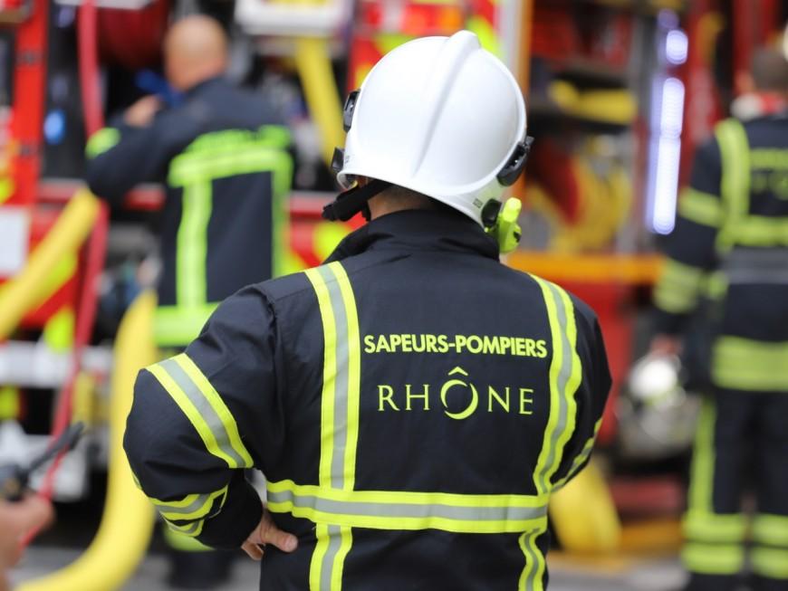 Un important feu près de Lyon dans un entrepôt de laine d'isolation