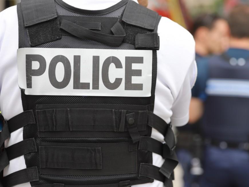 Lyon:un quadragénaire menace d'égorger sa conjointe