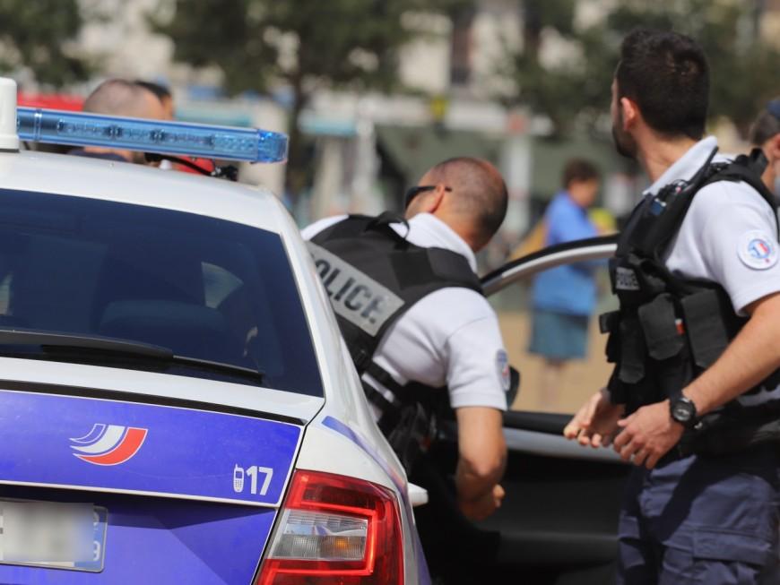 Lyon : en plein centre-ville, ils dégainent un couteau pour racketter un couple