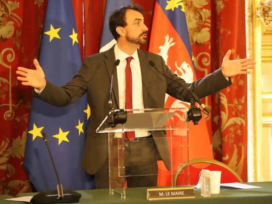 """Maire de Lyon : l'indemnité en baisse de 1000 euros, de """"la com' et de l'esbroufe"""" ?"""