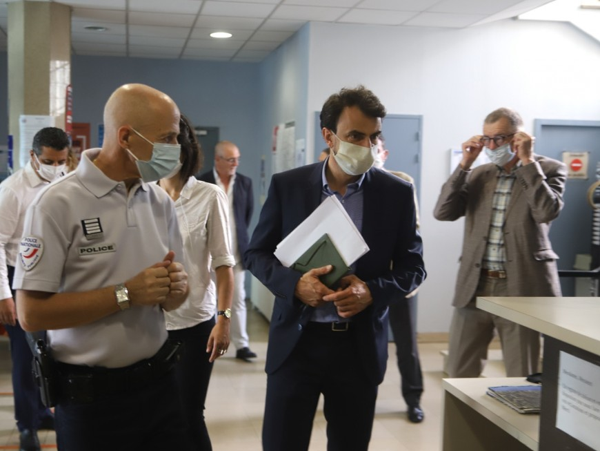 Lyon : le maire Grégory Doucet prend la température de la Duchère avec les policiers