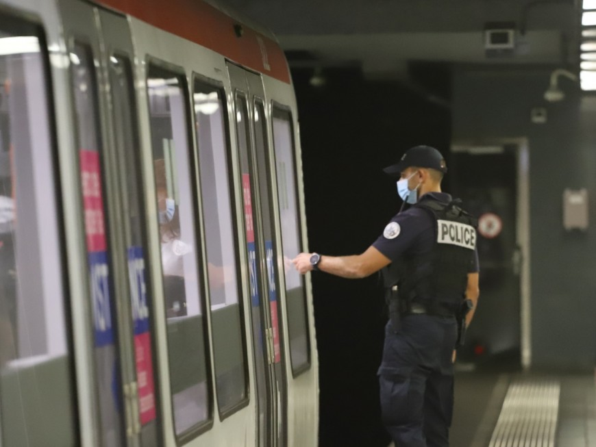 Lyon : un usager du métro surexcité s'attaque à des agents TCL la nuit de Noël