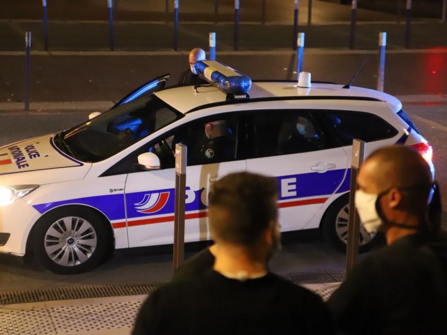 Villeurbanne: il fait des doigts d'honneur aux policiers, prend la fuite en scooter, et chute