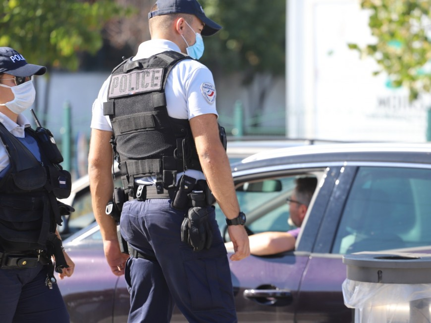 Lyon : appelés pour un différend conjugal, les policiers tombent sur tout un attirail de dealer