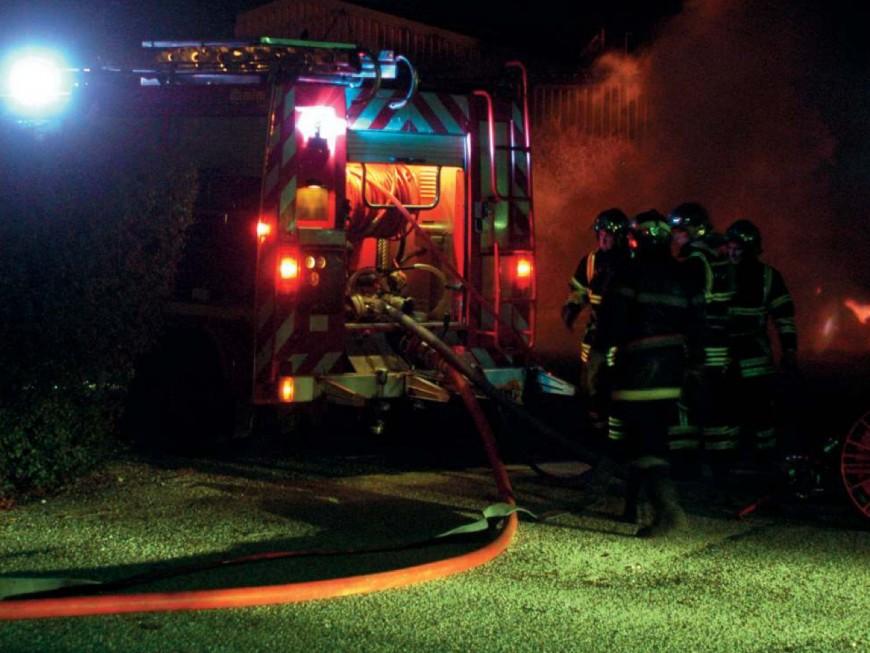 Un incendie détruit 7 camions sur le parking d'une société près de Lyon