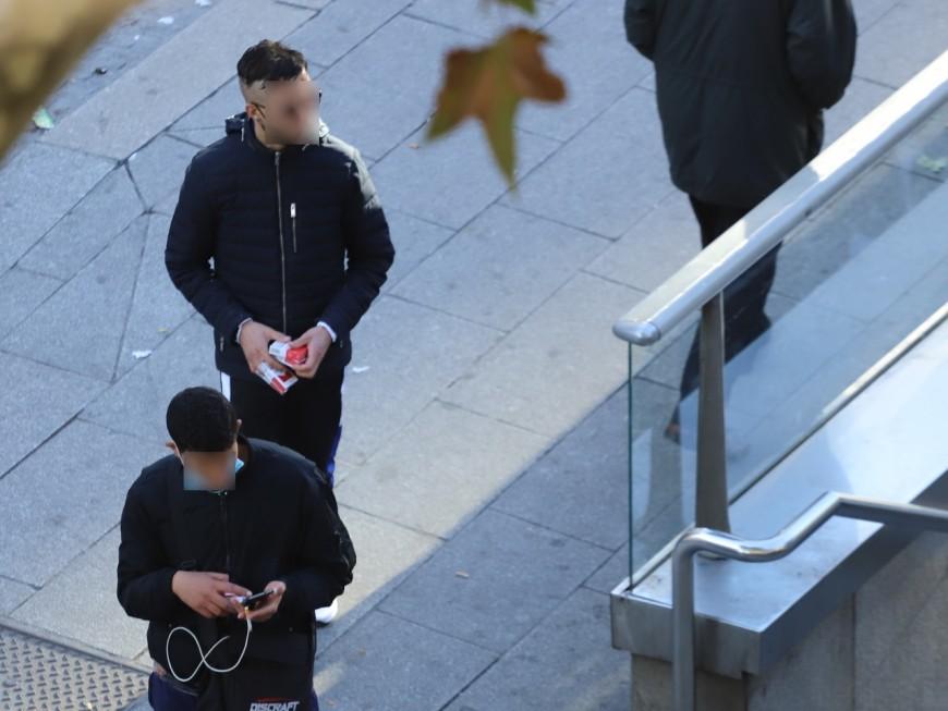 Lyon : un vendeur à la sauvette de cigarettes interpellé à la Guillotière