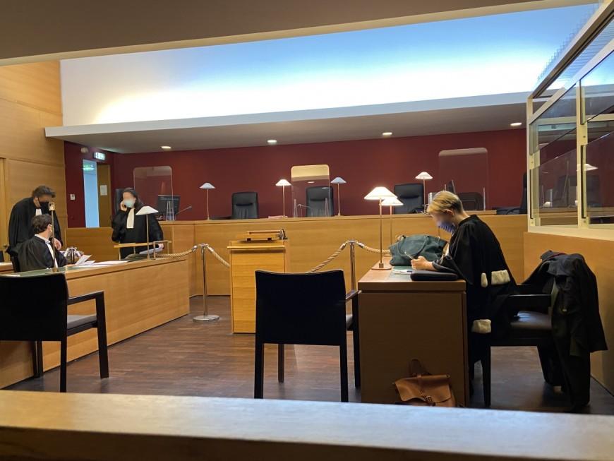 Lyon : l'homme qui avait braqué des policiers avec un revolver éclate de rire lorsqu'il apprend sa condamnation