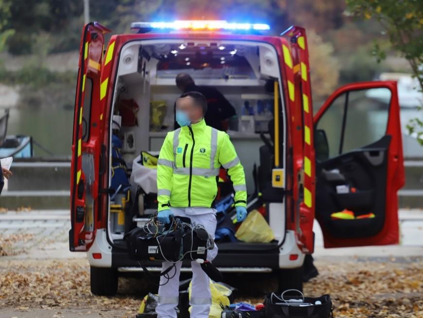 Grave accident près de Lyon: un motard de 17 ans décédé, un automobiliste blessé
