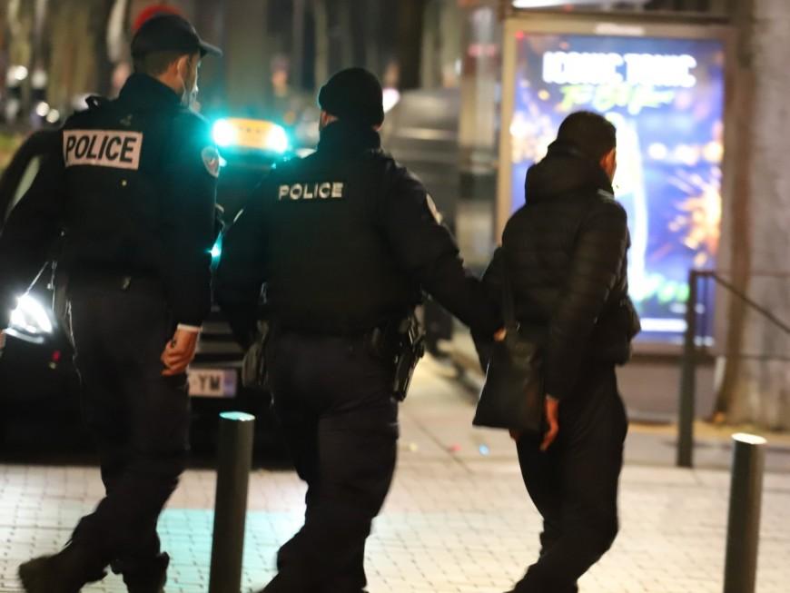 Lyon: le policier rattrape le voleur de téléphone et reçoit des coups de coude