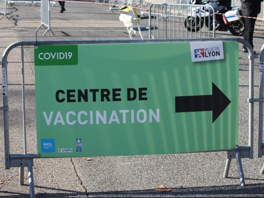 Covid-19 : les centres de vaccination de Lyon vont aussi faire face à la pénurie des doses de vaccin