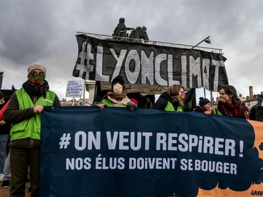 Lyon : 5000 personnes ont formé la chaîne humaine contre la pollution