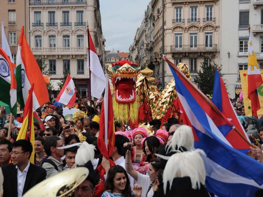 La place Antonin Poncet aux couleurs de la fête des Bannières