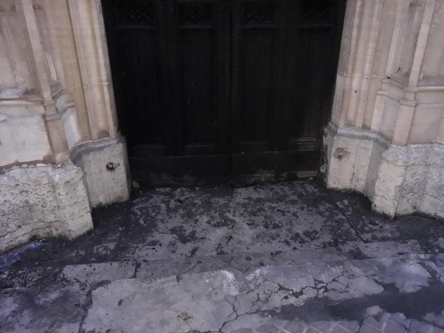 Lyon : l'église Saint-Georges n'était pas directement visée par l'incendie qui a détruit sa porte