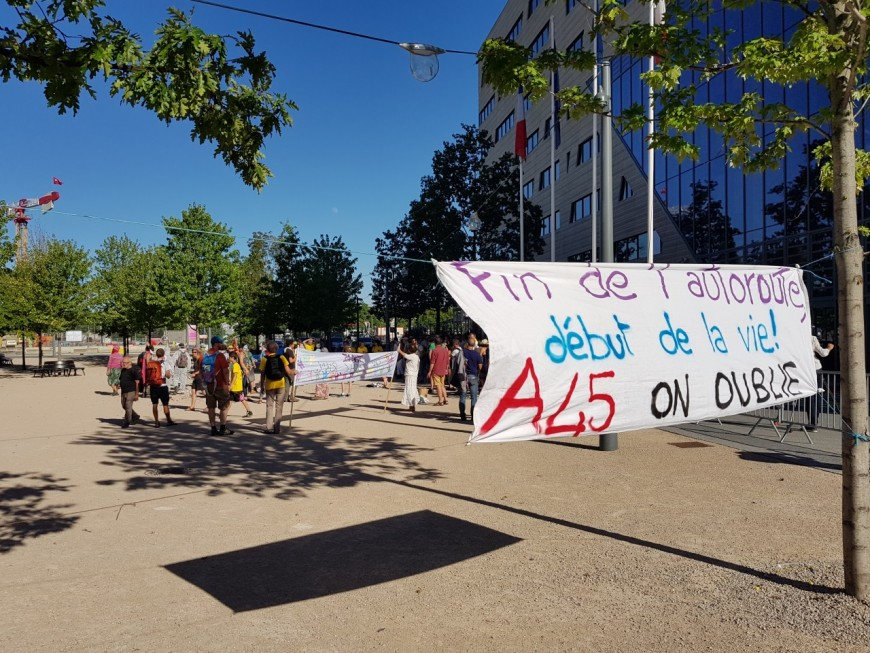 Partis de St Etienne, les opposants à l'A45 ont rejoint Lyon