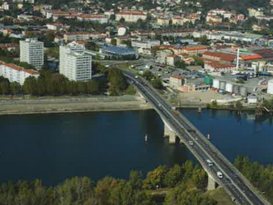 Heurté par un bateau, le pont du Rhône doit être inspecté sur l'A47