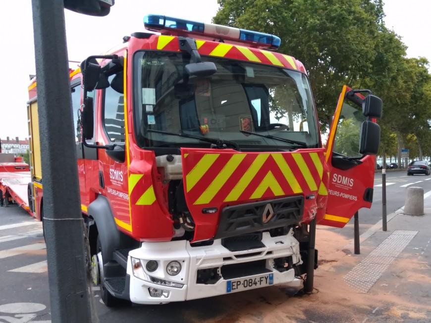 Lyon: cinq blessés après un accident entre un fourgon de pompiers et une voiture ce dimanche matin