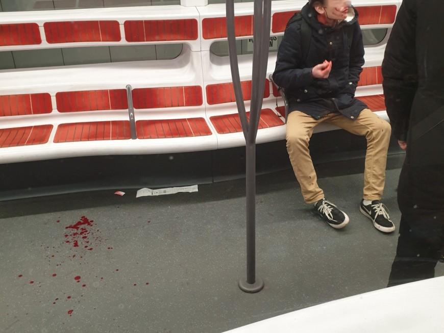 Lyon : dans le métro, il met en joue un homme puis le frappe à coups de crosse