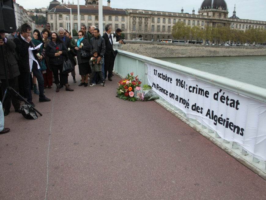 Une gerbe de fleurs jetée dans le Rhône en hommage aux Algériens tués en 61
