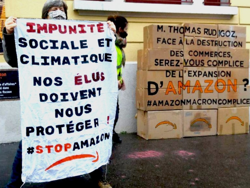 #StopAmazon : la permanence du député Thomas Rudigoz ciblée par Alternatiba à Lyon