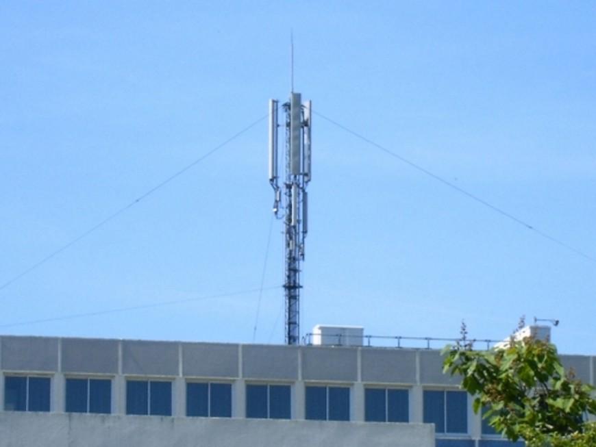 Près de Lyon: l'implantation d'une antenne-relais devant le Conseil d'Etat